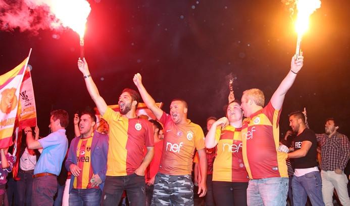 Yurtta şampiyonluk kutlamaları