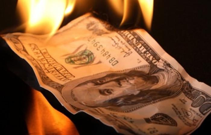 Enflasyondan sonra dolar rekor kırdı