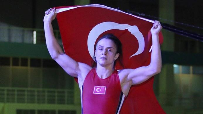 Milli güreşçi Elif Jale Yeşilırmak Avrupa şampiyonu