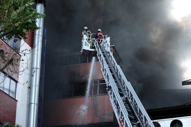 İstanbul'da iplik fabrikasında yangın