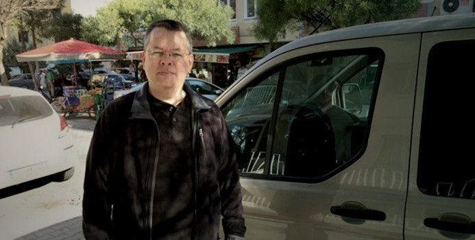 ABD'li papaz Brunson'un tutukluluğu ev hapsine çevrildi