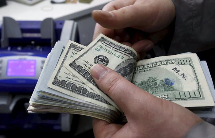 Dolarda baş döndüren hareket