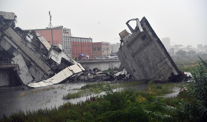 İtalya'da köprü çöktü: 22 ölü