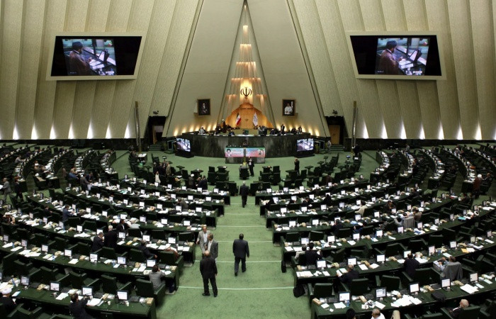 İran, yerli üretimi olan malların ithalatını yasakladı