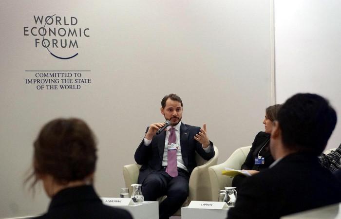 Bakan Albayrak, Davos'ta CEO'larla görüştü