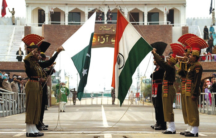 Hindistan ve Pakistan neden savaşın eşiğine geldi?