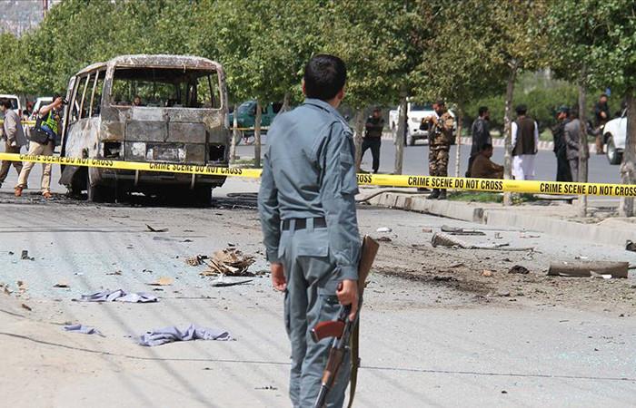 Afganistan'da yol kenarına yerleştirilen bomba patladı: 32 ölü