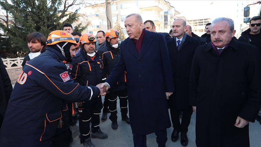 Erdoğan, deprem bölgesinde incelemede bulundu