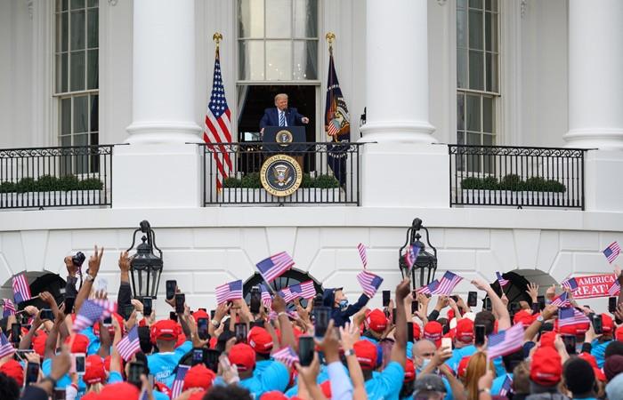 Trump, COVID-19 sonrası ilk kez kamuya açık bir etkinliğe katıldı