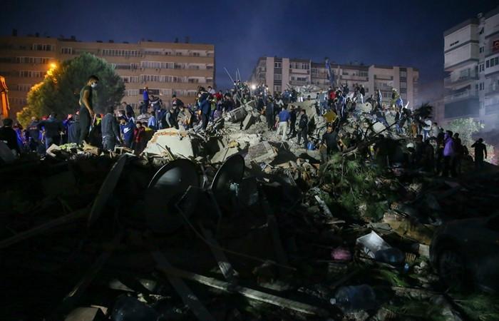 İzmir'i 6,6'lık deprem vurdu