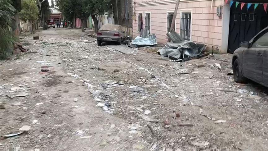 Ermenistan, Gence'yi vurdu