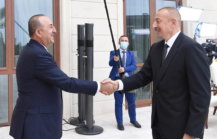 Dışişleri Bakanı Çavuşoğlu, Azerbaycan Cumhurbaşkanı Aliyev ile bir araya geldi