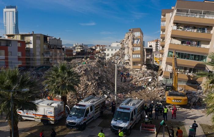 İzmir'de can kaybı 109'ye yükseldi