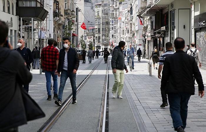 İstiklal Caddesi'nde maske zorunluluğu ve 3 metre kuralı getirildi