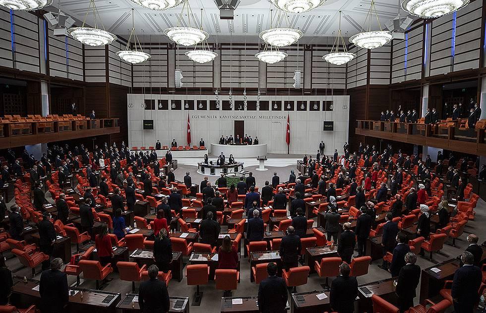 Çoklu baro teklifi Meclis'te kabul edilerek yasalaştı