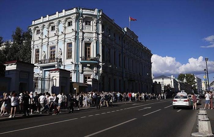 Belarus'ta seçimi Lukaşenko kazandı, muhalefet meydanlara döküldü