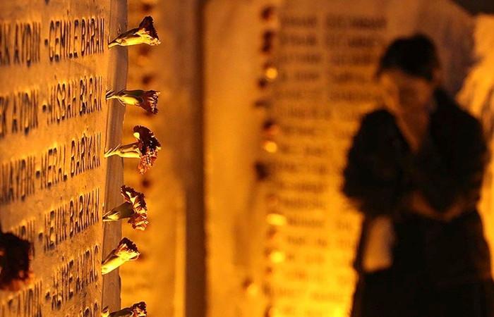 Marmara depreminde yaşamını yitirenler törenle anıldı