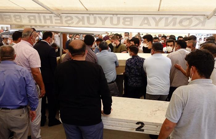 Koronavirüsten hayatını kaybeden Çumra Belediye Başkanı Oflaz, son yolculuğuna uğurlandı