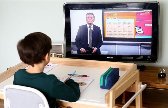 Selçuk: EBA'da 08.30'dan 20.20'ye kadar istenilen saatte canlı ders yapılabilir