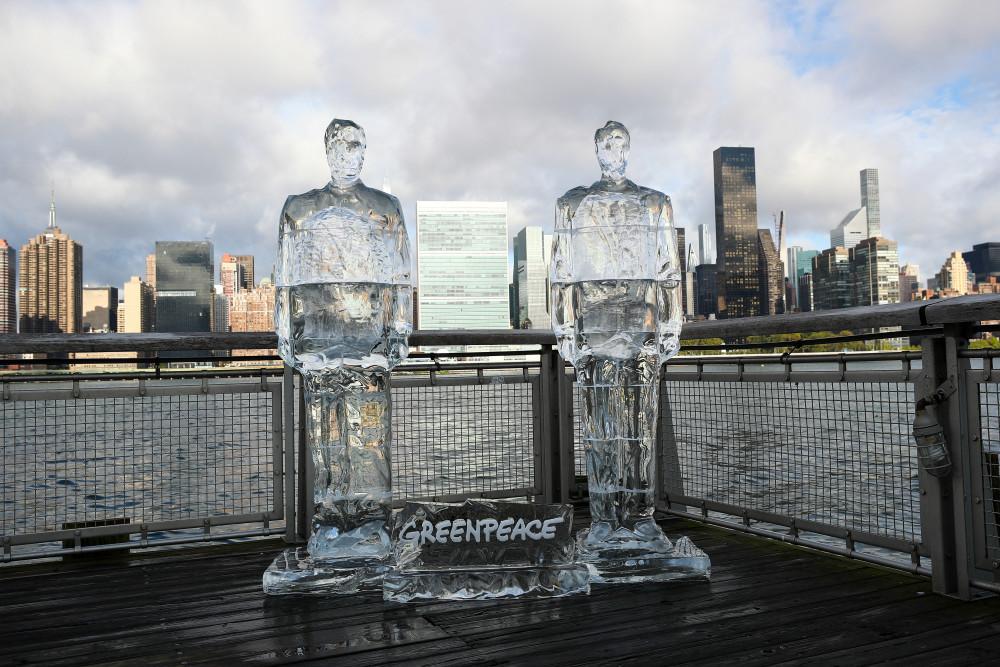Greenpeace, New York'ta Trump ve Bolsonaro'nun buz heykellerini yerleştirdi - Sayfa 1