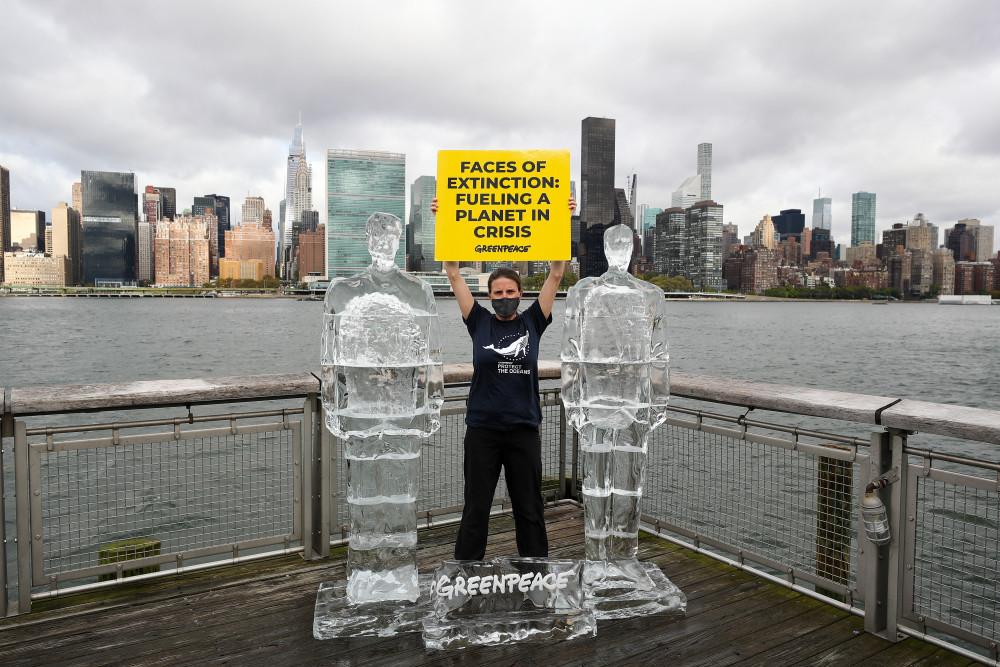 Greenpeace, New York'ta Trump ve Bolsonaro'nun buz heykellerini yerleştirdi - Sayfa 2
