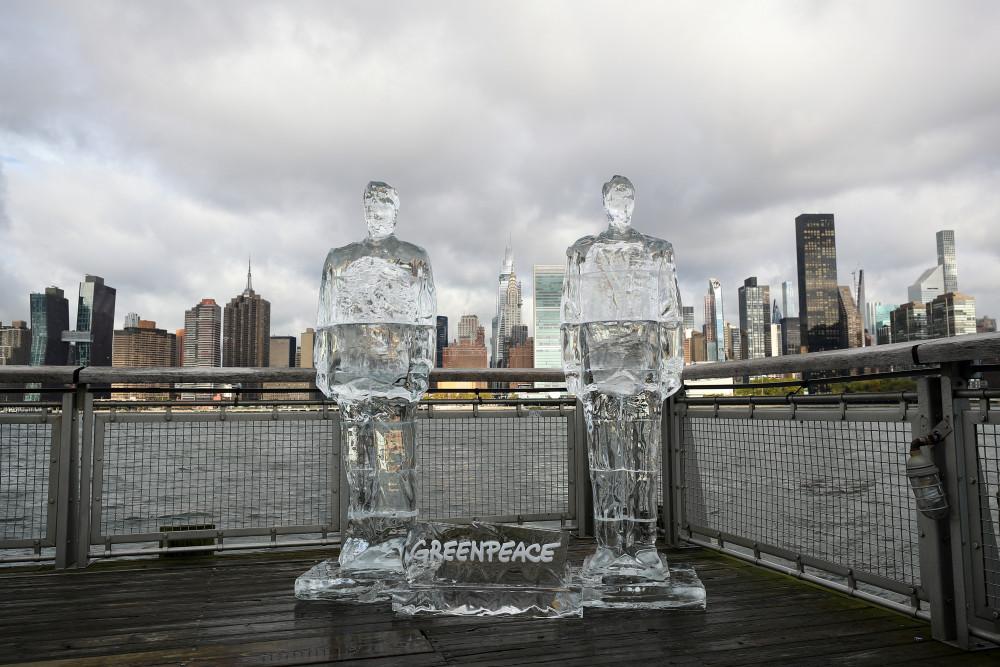 Greenpeace, New York'ta Trump ve Bolsonaro'nun buz heykellerini yerleştirdi - Sayfa 4