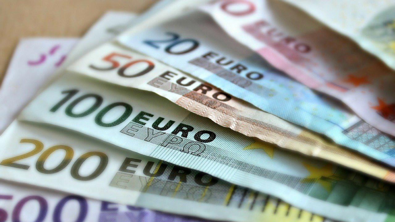 Piyasalardan günün ilk rakamları: Euro 9 liranın altına geriledi