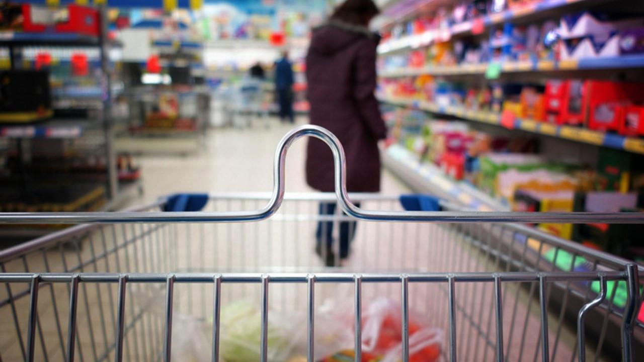 Stok artıran marketler sabit fiyat yarışında