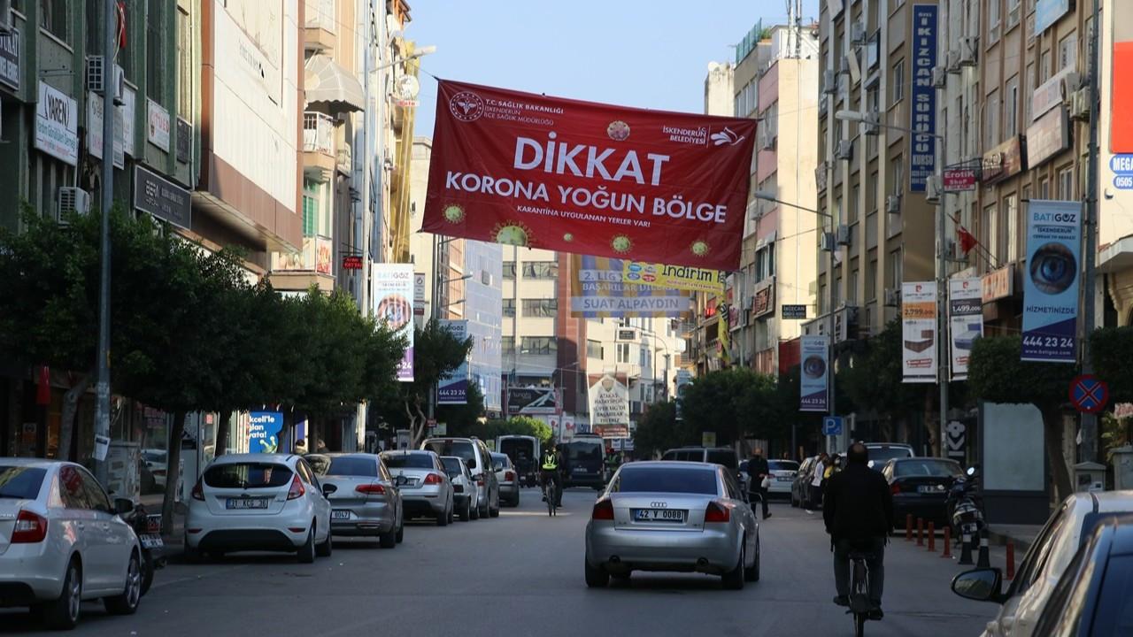 Hatay'da 'korona yoğun bölge' afişleri asıldı
