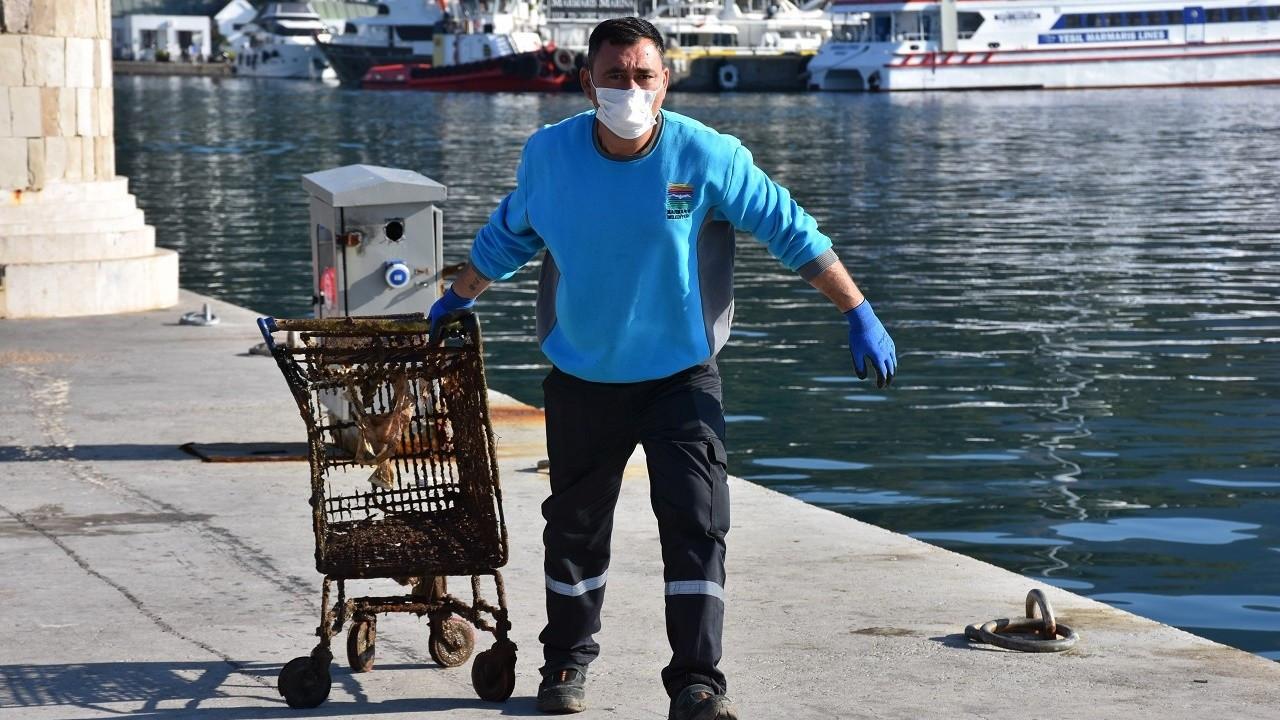 Marmaris'te denizden 3 tondan fazla atık çıkarıldı