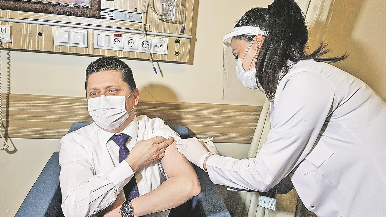 Astra Zeneca'nın aşısı 3 aya raflarda