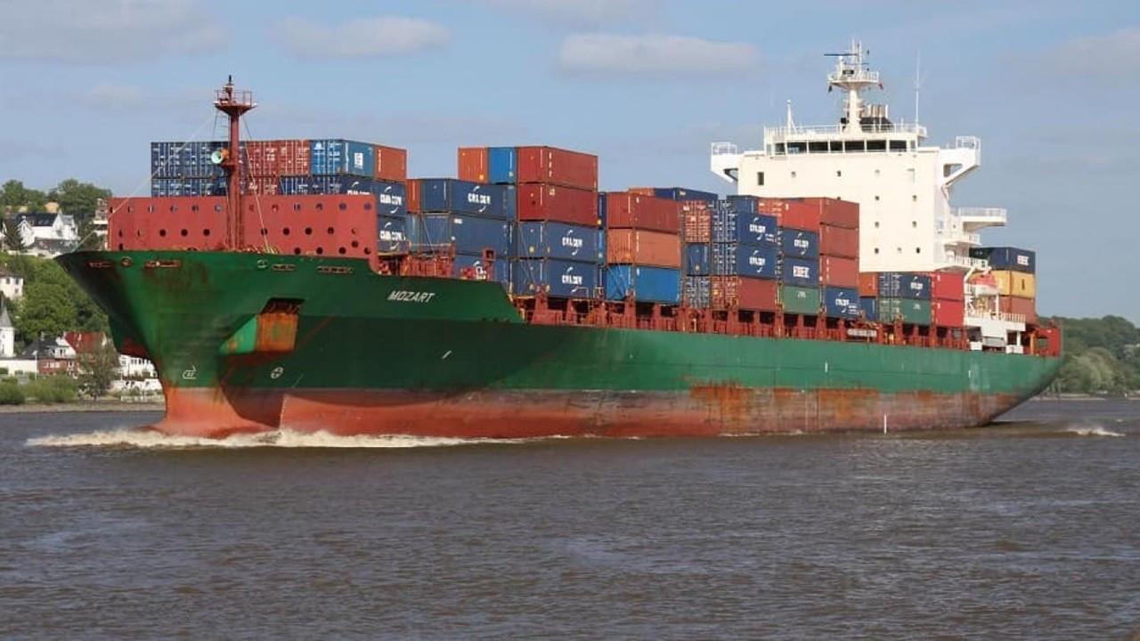 Gine açıklarında Türk gemisine korsan baskını