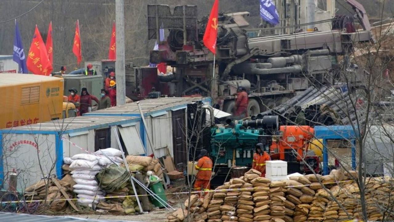 Çin'de göçük altında kalan 22 işçinin 11'i kurtarıldı.