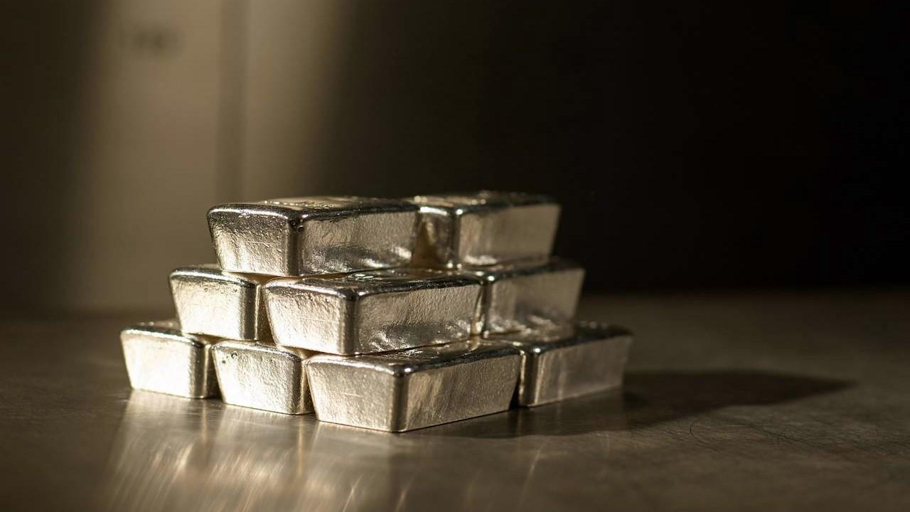 Gümüşe anarşist yatırımcı değil enflasyon lazım