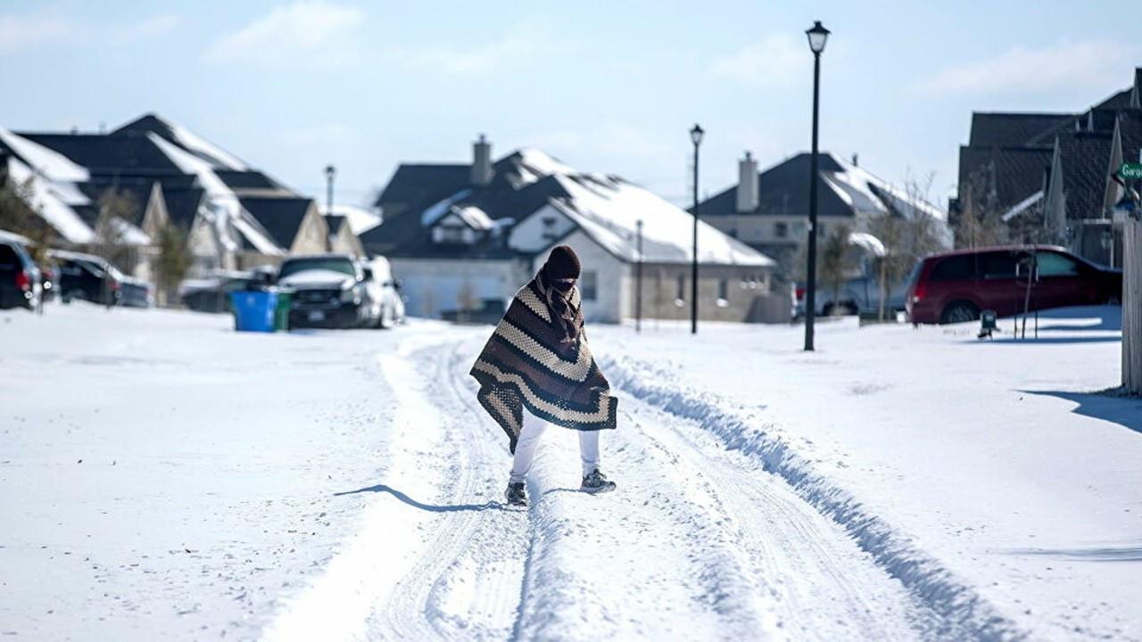 """Fed fırtına zararı sonrası Teksas'a """"şebekeni kışa hazırla"""" dedi"""