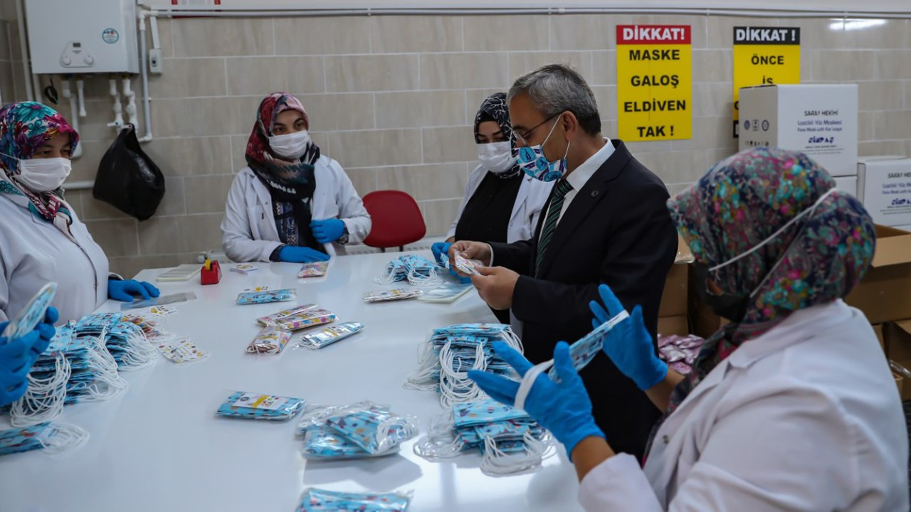 Kütahya Belediyesi, 8 milyon maske üretti