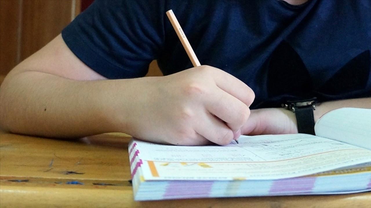 Liselerde yüz yüze sınavlara erteleme