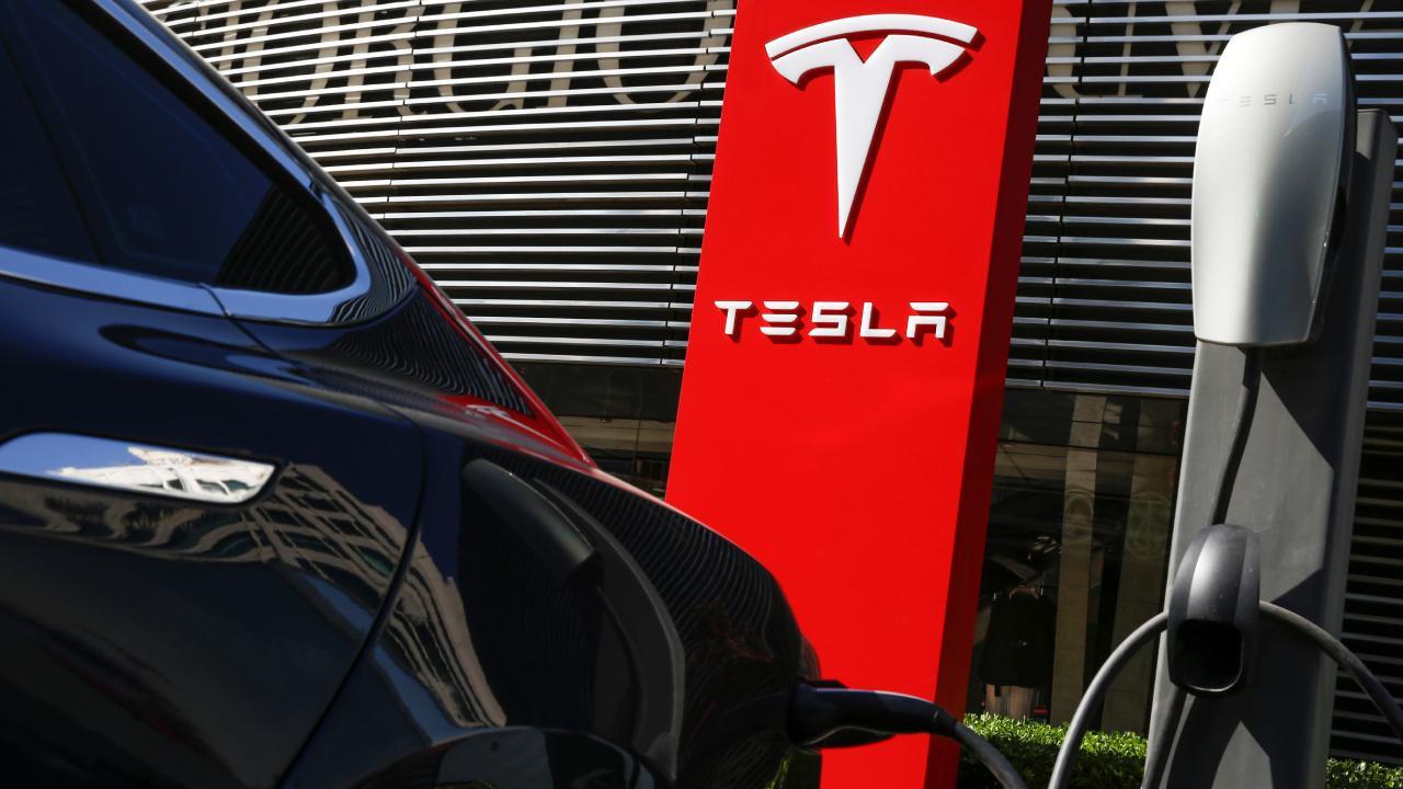 Sürücüsüz Tesla'dan kaza: 2 kişi hayatını kaybetti