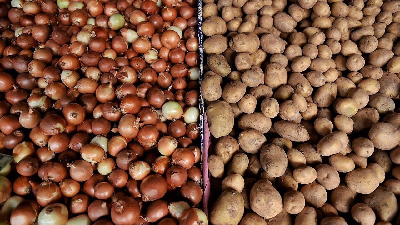TMO, üreticinin elinde kalan patates ve soğanı alacak