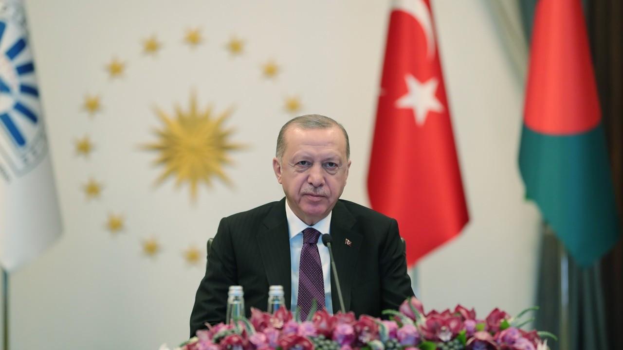 Erdoğan: Kur kaynaklı risklerden korunmak için yerel parayla ticarete ağırlık vermemiz şart