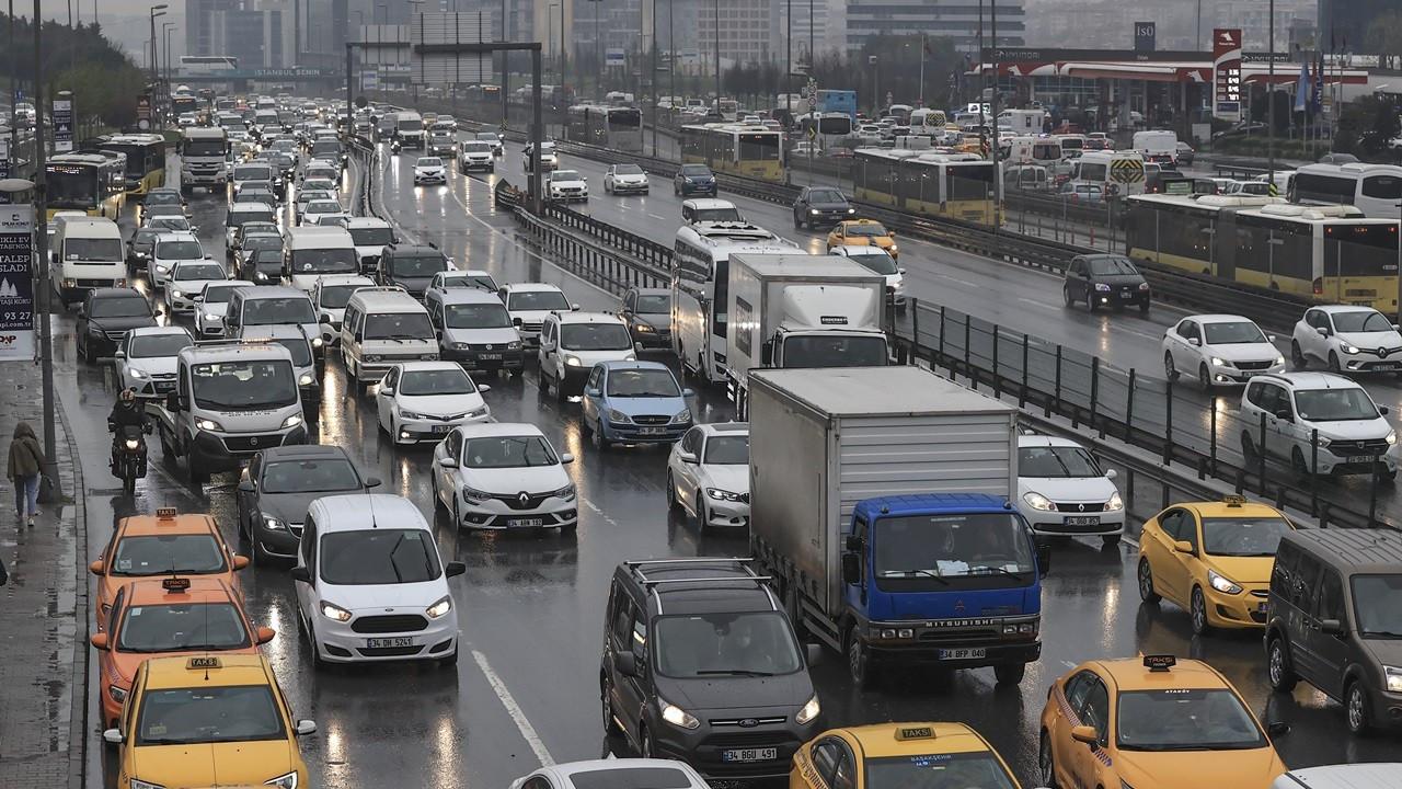 İstanbul'da kısmi kapanma öncesi trafik yoğunluğu
