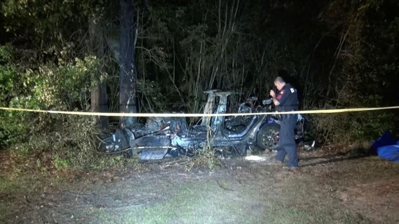 Sürücüsüz Tesla kazasına federal inceleme