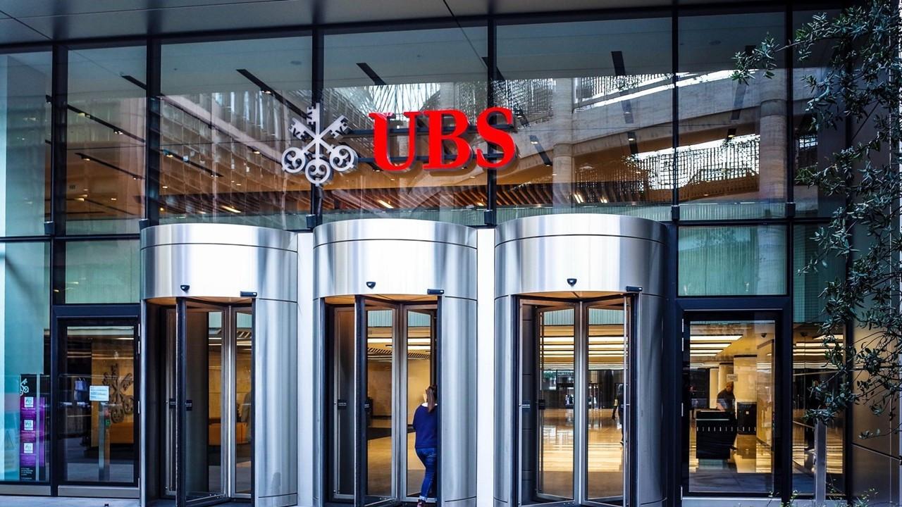 UBS, dolar/TL tahminini revize etti