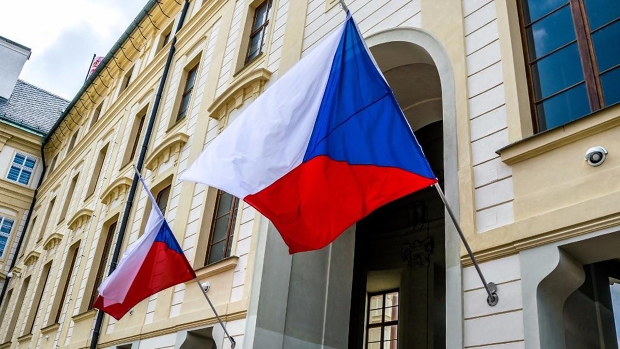 Çekya'dan Rus diplomatları sınır dışı etmeye devam kararı