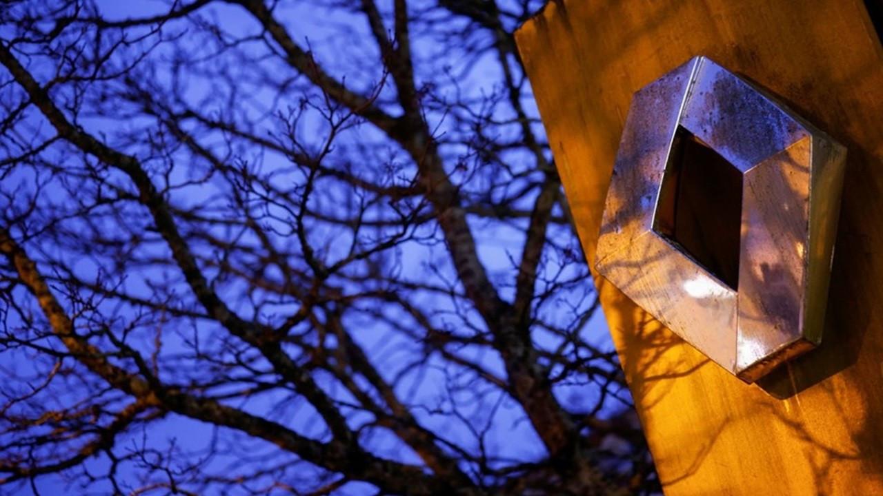 Fransa'da Renault çalışanları, fabrikada yöneticileri rehin aldı