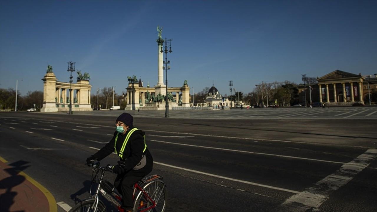 Macaristan'da tedbirler kalktı, aşı kimliği geldi