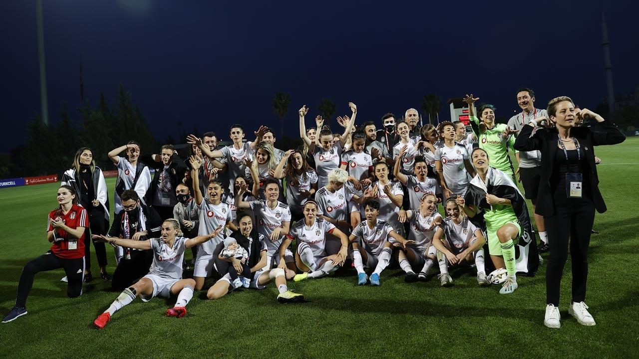 Kadınlarda Beşiktaş Vodafone şampiyon oldu