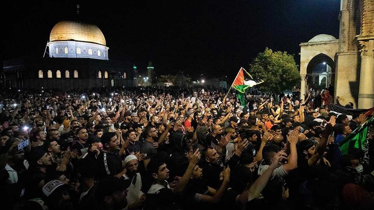 İsrail polisinden Mescid-i Aksa'ya müdahale: 100 Filistinli yaralandı