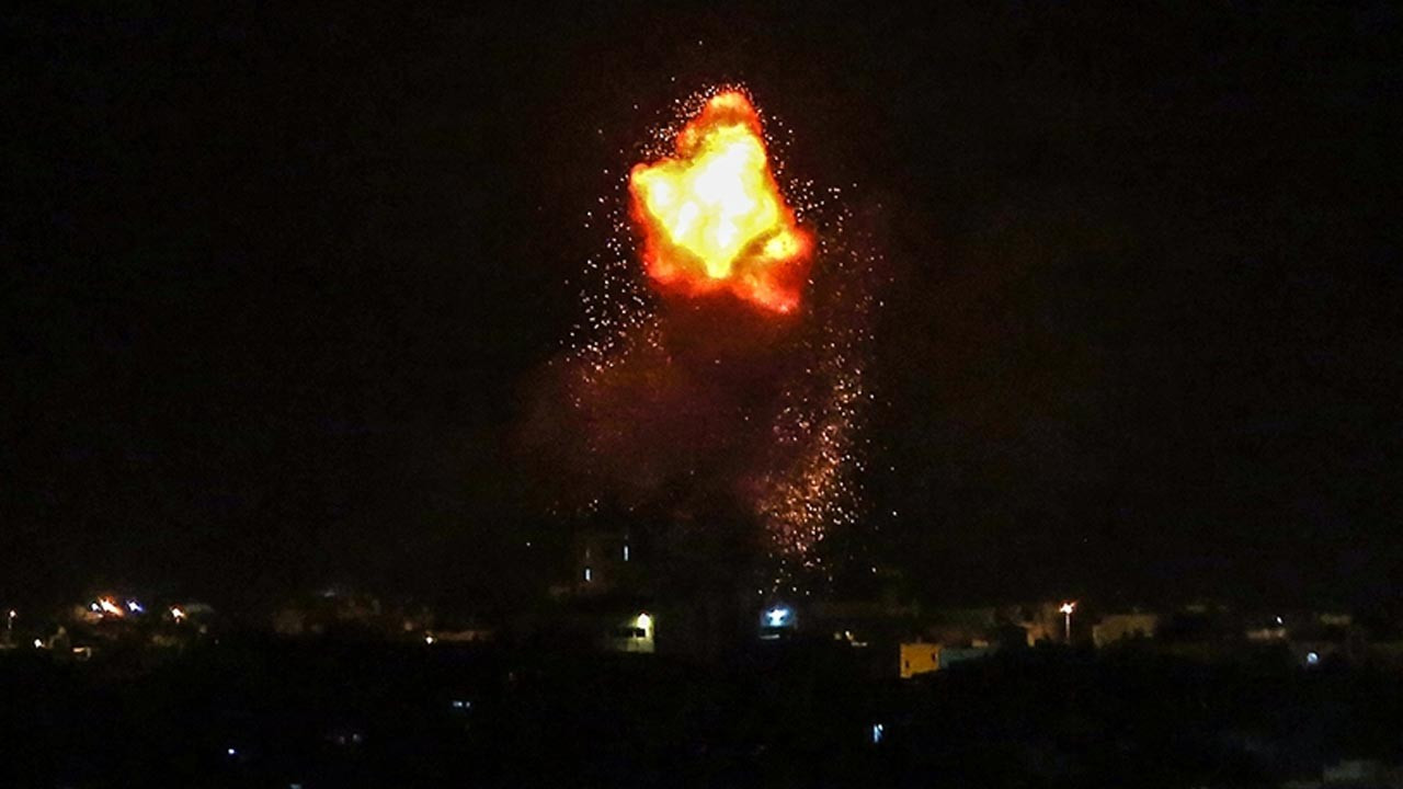 İsrail uçakları Gazze Şeridi'nin güneyini vurdu