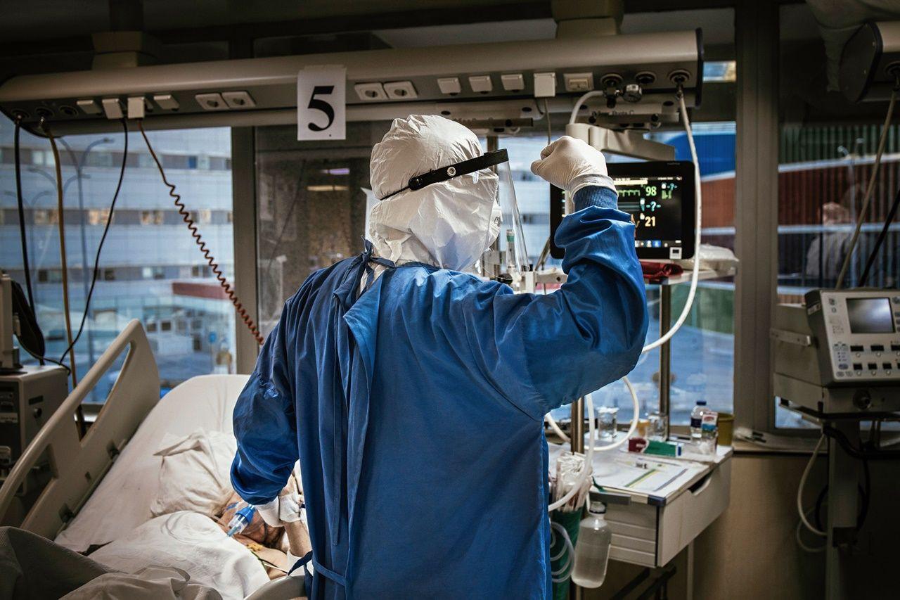 Fotoğraflarla sağlık çalışanlarının COVID-19'la mücadelesi - Sayfa 1